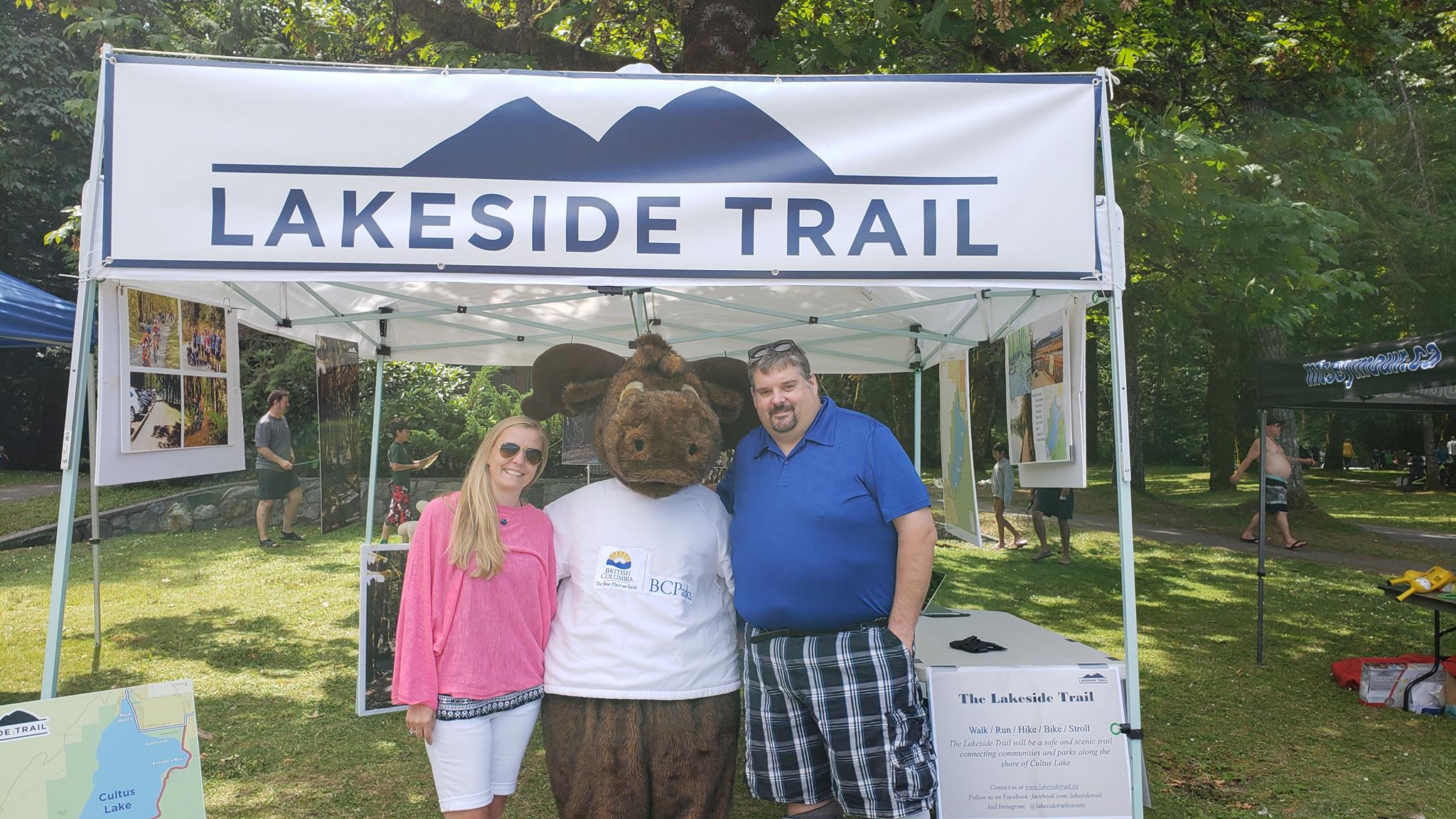 BC Parks Day 2018-07 Lucie and Cory with Moose Sea to Sky
